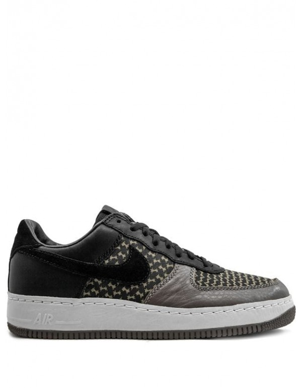 Nike x Undefeated Air Force 1 Low IO Premium sneak...