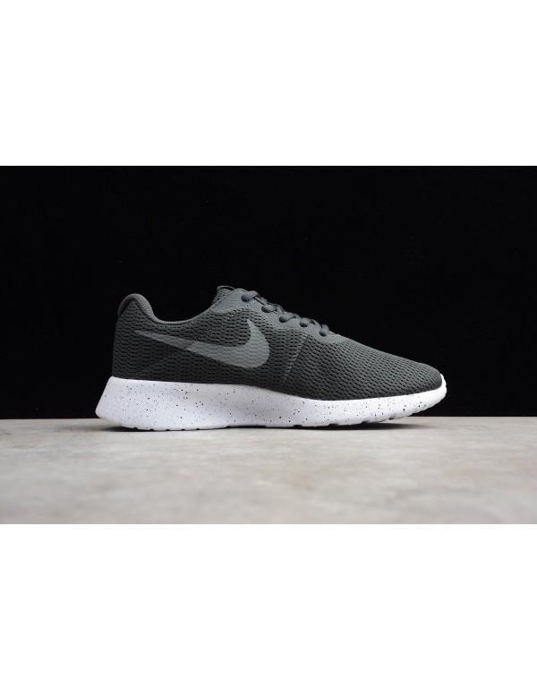 Nike Roshe Run One Black/Dark Grey/Wolves Ash AR19...